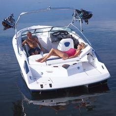 New 2007 Regal Boats 2200 Bowrider Boat Exterior View- iboats.com