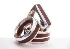 Resultado de imagen para anillos de madera para boda