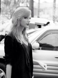 Taylor Swift. Black and white picture ♥