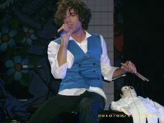Mika w/ his puppet @ Waterfront, Belfast: 13-02-2010