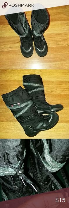 Girl's Boots Girl's Boots only worn maybe twice, good condition , plastic clip that holds strings together is missing on one of the boot , see pic#3 could possibly tie together, size 31 is on the bottom, that's a US size 13 Ecco Shoes Boots