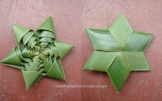 How to Fold a Coconut Leaf Star - Video Tutorial Flax Weaving, Weaving Art, Basket Weaving, Flax Flowers, Paper Flowers, Coconut Leaves, Origami, Arts And Crafts, Paper Crafts