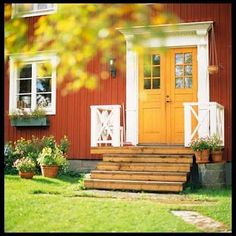 country red house, yellow door, white trim and light fixtures Exterior Color Schemes, House Color Schemes, Exterior Trim, Exterior House Colors, Exterior Design, Swedish Cottage, Red Cottage, Swedish House, Red Door House