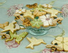 Birds and bees for a wedding!http://www.honeycatcookies.blogspot.co.uk/