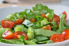 This Pak Choi salad recipe is very simple and can be supplemented with all vegetables that are in the fridge. Pak Choi Salat, All Vegetables, Veggies, Arabic Food, Cold Meals, International Recipes, Caprese Salad, Green Beans, Salad Recipes
