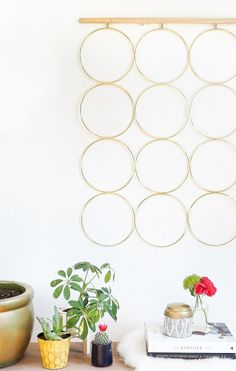 A simple and sophisticated DIY brass ring wall decor to hang at home!