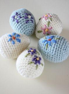 Pretty amigurumi Easter eggs. Free crochet pattern, #haken, gratis patroon (Engels), Pasen, paaseieren met bloem, borduren, #haakpatroon