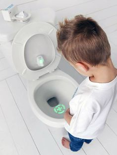 Toddler Target Potty Training Bullseye Nightlight attracts kids attention to the toilet bowl by projecting bright green target into the toilet. Fun Games For Girls, Potty Trainer, Potty Training Boys, Clever Gadgets, Road Trip With Kids, Toddler Learning, Learning Games, Toilet Bowl, Sons
