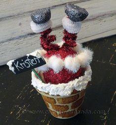 Ez a szuper vicces égnek álló fenekű (kéménybe szorult) Mikulás, nem csak karácsonyi (vagy éppen Télapó) dekorációnak tökéletes, de akár ajándékkéntis adhatod őket szeretteidnek, hiszen bárki kapja majd ezeket ...