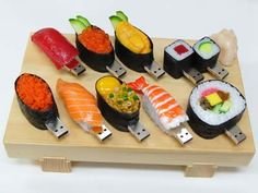 Sushi USB Flash Drives Do you like Sushi? Then you will love these Sushi USB flash drives. Pen Drive Usb, Usb Flash Drive, Sushi Set, Sushi Sushi, Sushi Time, Sushi Rolls, Sushi Food, Lunch Time, Must Have Gadgets