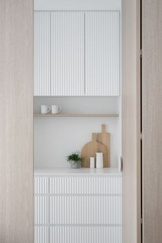 Beach Interior Design, Interior Design Kitchen, Sweden House, Kitchen Cabinetry, Cupboards, Cabinets, Laundry Room Design, Minimalist Kitchen, Kitchen Styling