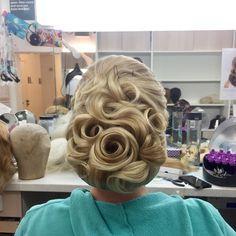 Wedding hair!! #vintagestyle #hairstyle #updo #blond #blondhair #vintagehair #wedding #weddinghair #bride #bridehair #hairdresser #wigmaker #wigmaster #wigdresser #rose #austria #cabelo #cabelereiro #casamento #farytail #pinup #roses #waves