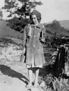One of the poorer country girls on the way to Buckeye School. She belongs to the Aldrich family, Marlinton, West Virginia, 1921 by Lewis Hines Vintage Pictures, Old Pictures, Old Photos, August Sander, Lewis Hine, Dust Bowl, Barefoot Girls, Edward Weston, Robert Doisneau