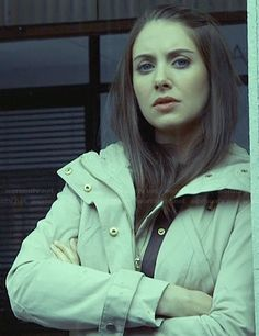 Annie's cream hooded parka on Community.  Outfit Details: http://wornontv.net/25196/ #Community