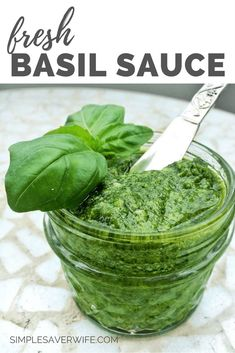 HOW TO FREEZE FRESH BASIL. Enjoying to flavor of fresh basil in the winter is now possible. Learn 5 ways to freeze fresh basil. Soup, Pasta, Breakfast - all of these can now have fresh basil. Fresh Basil Recipes, Herb Recipes, Canning Recipes, Sauce Recipes, Vegan Recipes, Freezing Vegetables, Fruits And Veggies, Freezing Fresh Herbs, Preserve Fresh Herbs