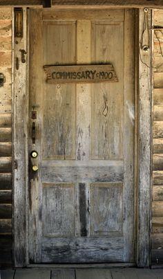 古老的乡村门