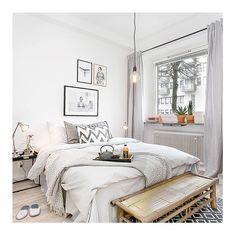 Ombonad sovrumsstyling på Sysslomannagatan, Kungsholmen  #homestyling #homestaging #erikolssonfastighetsförmedling #inredningsinspiration #balthazarinterior #inredningsdetaljer #dekoration #interiordesign #decoration #interiordesigner #inredning #inredningsdesign #inredningsinspiration #interior #interiör #interiorhome #interior123 #interiorstylist #homedecor #housedecor #instadesign #nordicinspiration #vackrahem #nordicdesign #styling #home #inredare #roomforinspo #interiorforinspo
