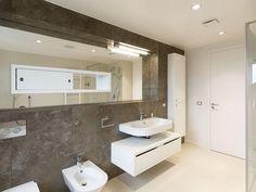 The Modern Minimalist Rounded Loft Apartment by Architects : Contemporary Rounded Loft Apartment Interior (Photo Bathroom Loft Interior Design, Loft Design, Interior Photo, Bathroom Design Luxury, Modern Bathroom, Bathroom Designs, Bathroom Ideas, Apartment Interior, Apartment Design