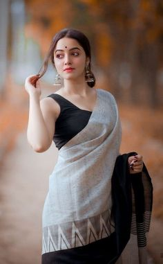 Where to shop sarees that can make you look super stylish! Beautiful Girl Indian, Beautiful Saree, Beautiful Indian Actress, Beautiful Eyes, Beautiful Women, Indian Photoshoot, Saree Photoshoot, Indian Designer Outfits, Indian Outfits