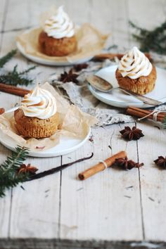 Rezept für Lieblingslieblings-Lebkuchencupcakes mit flambierter Marshmallowcreme / recipce for gingerbread cupcakes with marshmallow frosting - easy peasy!