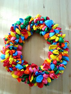 Bang-up balloon wreath tutorial. Wouldn't this be perfect for a birthday celebration? Wreath Crafts, Diy Wreath, Diy Crafts, Birthday Pins, Birthday Parties, 2nd Birthday, Birthday Ideas, Happy Birthday, Birthday Celebrations