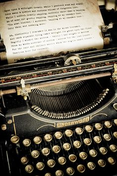 "eclectic-scriptorium: "" Old Underwood typewriter, text of Edgar Allan Poe's ""The Raven"" being typed out… What more do you want? "" enchantedengland: I am in love with this typewriter. And on an entirely unrelated note, I have discovered my entire life. Vintage Design, Vintage Love, Retro Vintage, Vintage Items, Vintage Office, Underwood Typewriter, Quoth The Raven, Ex Machina, Vintage Typewriters"