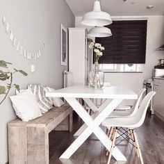 DIY Wood pallet bench kitchen nordic dining white Eames chair DSW DIY wooden pallet bench kitchen No Small Rooms, Small Apartments, Small Spaces, Diy Wood Pallet, Pallet Benches, White Eames Chair, White Chairs, Sweet Home, Studio Apartment Decorating