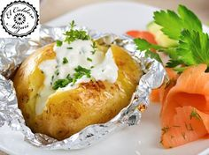 PATATAS AL HORNO         Ingredientes     4 Patatas muy grandes   4 lonchas de salmón ahumado   Queso de OVEJA LA ANTIGUA   Ajo   Perejil ...