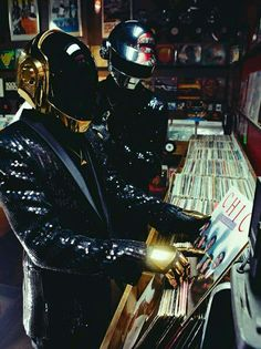 Daft Punk go from sampling disco records to creating a dance masterpiece. Thomas Bangalter and Guy-Manuel de Homem-Christo open up to Wax Poetics. Daft Punk, Dj Music, Music Stuff, Rave Music, Indie Music, House Music, Music Is Life, Cyberpunk, Thomas Bangalter