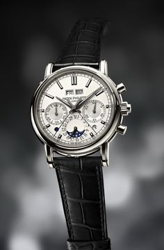 Say hi to the new Patek Philippe 5402, a platinum perpetual calendar with a split-second chronograph that comes with the coolest pushers evar. This watch has a funny reference number considering this year is the 'big' anniversary for the Royal Oak and the first, original 'true' Royal Oak had the very same reference number.