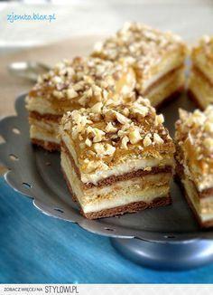 Snikers na herbatnikach Składniki: masa: 1 litr mleka… Sweet Recipes, Cake Recipes, Snack Recipes, Dessert Recipes, Cooking Recipes, Snacks, Polish Recipes, Homemade Cakes, Macaroons