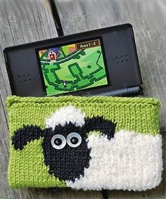 Knit a Shaun the Sheep Nintendo DS case but use it for all of the fun knitting tools! Love to do the sheep on a pouch. Knitting Patterns Free, Free Knitting, Free Pattern, Knitted Animals, Knitted Bags, Knitting Yarn, Knitting Stitches, Knitting Projects, Crochet Stitches