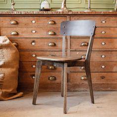Chaise de table Bjon en bois patiné marron avec dossier en métal
