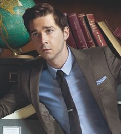 Shia LeBeouf nailing brown suit by finding its natural ally, the blue shirt. Men's fashion - suit and tie Sharp Dressed Man, Well Dressed Men, Terno Slim, Estilo Cool, Suit Combinations, Moda Formal, Mode Costume, Brown Suits, Suit And Tie