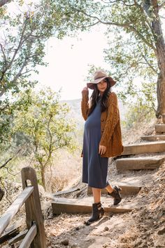 Winter Maternity Outfits For Pictures ; Winter Maternity Outfits - winter maternity outfits for pictures winter maternity outfits ; Casual Maternity Outfits, Maternity Poses, Stylish Maternity, Maternity Fashion, Maternity Dresses, Maternity Pictures, Maternity Winter, Maternity Photography, Maternity Styles