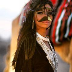 It looks like the form of a masquerade mask with a mustache hahah. An emarate Hijab face cover Arabian Women, Arabian Beauty, Arab Girls, Muslim Girls, Hashtag Hijab, Arabian Princess, Arab Swag, Arab Fashion, Turkish Beauty