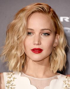 Jennifer Lawrence perfects tousled waves, bronzed makeup and a red lip