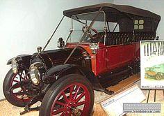 Rambler Model Four Cross Country, voiture routière de 1912  La Rambler Model Four - Cross Country, cette voiture de collection fut construite en 1912 vendu $1650, carrosserie torpédo 5 places - moteur 4cyl de 286,3cid développant 38cv.