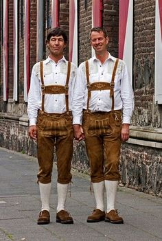 Oktoberfest Outfit, English Dress, Austria, German Men, Winter Stil, Winter Mode, Lederhosen, Traditional Dresses, Leather Men