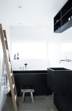 Elegant bathroom with calm colours creates a relaxing atmosphere Bathroom Design Layout, Bathroom Interior Design, Tropical Bathroom, Small Bathroom, Bathroom Ideas, Bathroom Mixer Taps, Traditional Bathroom, Bathroom Renovations, Bathroom Furniture
