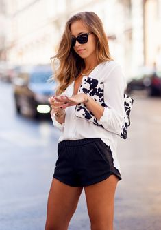 TODAY'S OUTFIT « Kenzas: Shorts from Zara // shirt, clutch and jewellery from H&M // shoes from Jeffrey Campbell // Prada sunglasses // watch from Michael Kors