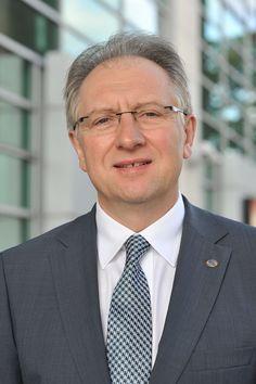 Andrzej Głowacki- W 1992 roku stworzył Doradztwo Gospodarcze Andrzej Głowacki i trzy lata później został Prezesem Zarządu DGA SA., pełniąc tą funkcję do dzisiaj.