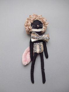Chat nageur - Lucille MichieliBlack Cat Softie Stuffed Animal Toy For Kids Handmade Toys, Handmade Art, Kawaii, Chiffon, Doll Maker, Sewing Toys, Soft Dolls, Felt Animals, Fabric Dolls