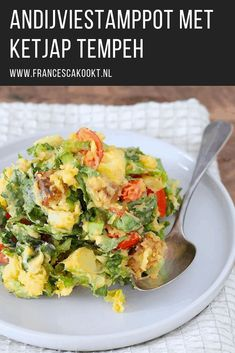 Easy and fast vegetarian main course. Endive stew with soy sauce tempeh, which combines super with the endive and cherry tomatoes. Pureed Food Recipes, Veggie Recipes, Healthy Dinner Recipes, Breakfast Recipes, Vegetarian Recipes, Tempeh, Cheap Meals, Easy Meals, I Love Food