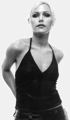 Nina Persson - The Cardigans lead singer Early 2000s Music, Jorge Guzman, Nina Persson, The Cardigans, Women Of Rock, Women In Music, Britpop, Indie Music, Female Singers