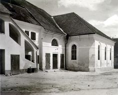 Lakompak (Austrian: Lackenbach) is located in the Oberpullendorf District, the Middle Burgenland.