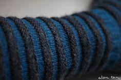 eilen tein: sukat on sillä makkaralla Knitting Socks, Bracelets, Leather, Knit Socks, Bracelet, Arm Bracelets, Bangles, Super Duo