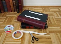 Apply 2 strips of double-sided adhesive tape to the first book cover at the bottom. Remove the protective film from the double-sided adhesive tape. Round Glass Table Top, Book Projects, Old Books, Decoration, Designer, Hardcover Books, Diy, Bedside, Adhesive