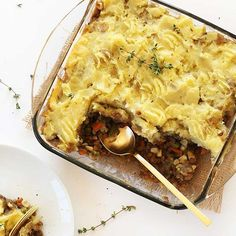 SIMPLE, 9 ingredient vegan Shepherd's Pie that's loaded with veggies, savory lentils and topped with creamy, fluffy mashed potatoes. The perfect hearty entree for colder weather.