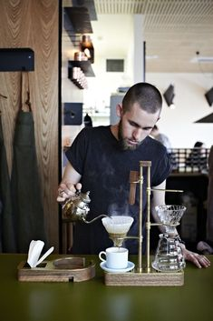 Wars: Is Melbourne the New Coffee Bar Capital? Common Galaxia Barista in Melbourne, AustraliaCommon Galaxia Barista in Melbourne, Australia I Love Coffee, My Coffee, Coffee Maker, Expresso Coffee, Drip Coffee, Coffee Break, Coffee Cups, Deco Cafe, Pause Café